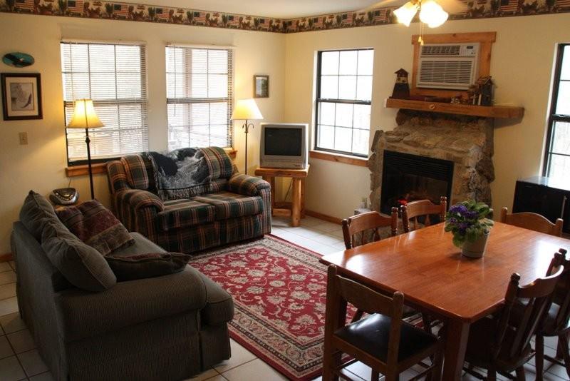 Missouri family vacation treehouse cabin
