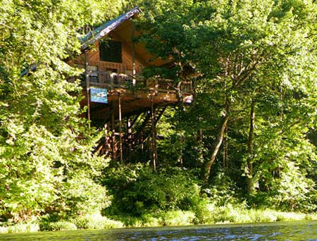 the treetop hideaway treehouse cabin on the north fork. Black Bedroom Furniture Sets. Home Design Ideas