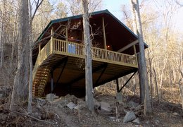 Missouri Romantic Couples treehouse cabin