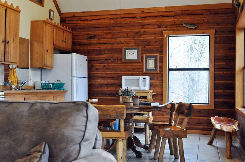 Missouri family vacation treehouse cabins