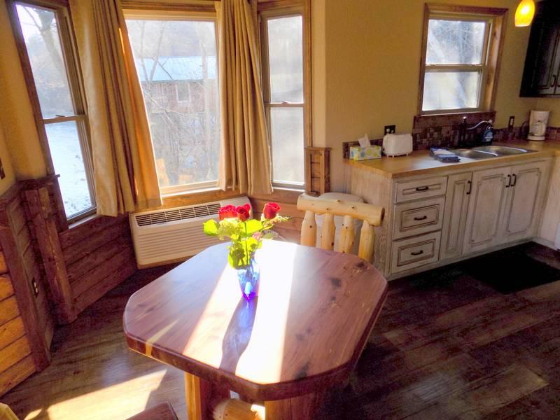 Missouri romantic cabin treehouse