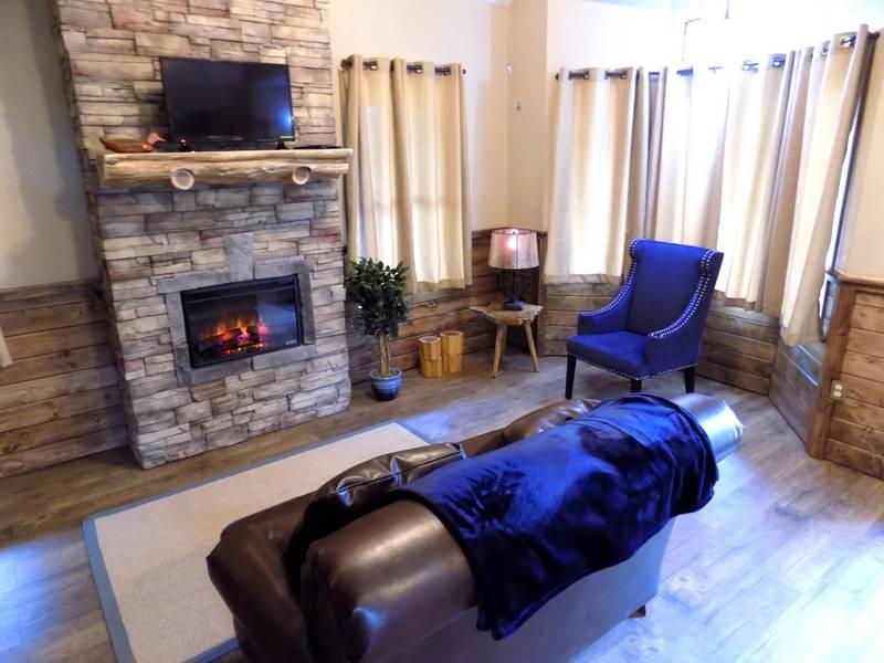 Missouri Romantic Couples treehouse cabin