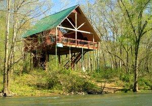 Romantic cabin in Ozarks treehouse