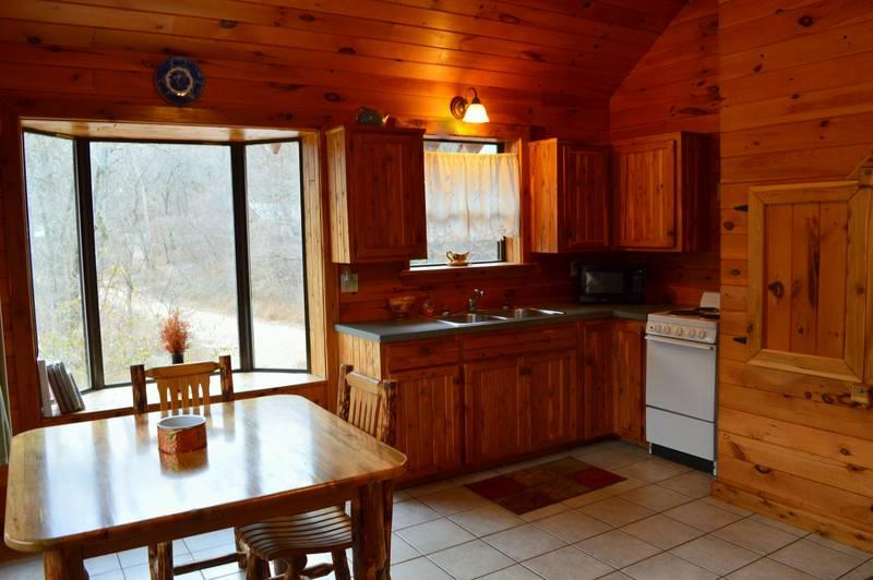 Missouri Romantic Tree House cabins, White River, hiking, couples