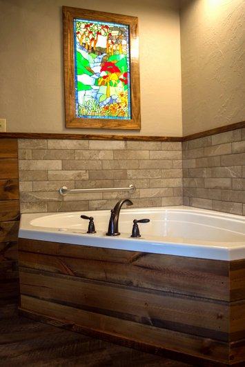 Missouri Romantic Getaway Grapevine Treehouse Cabin