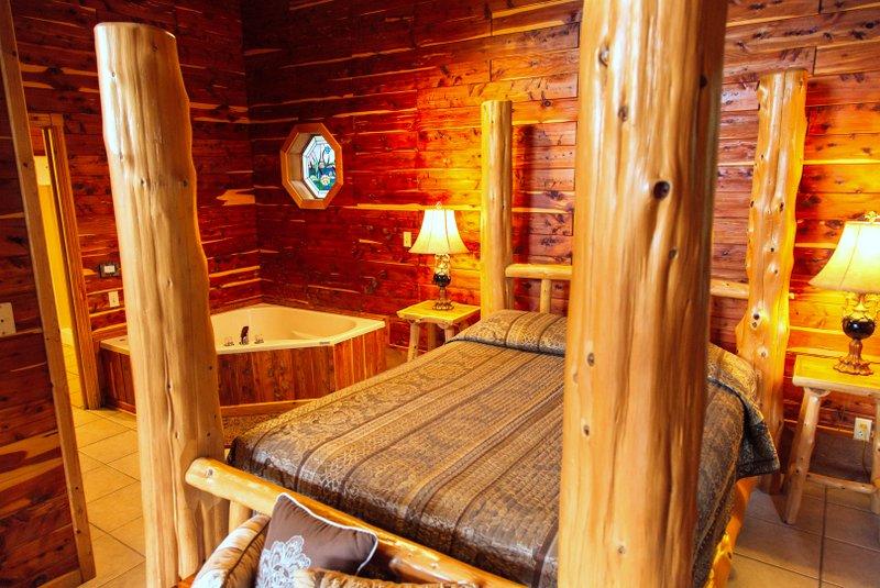 Missouri Romantic Treehouse Cabin Cedar Chest