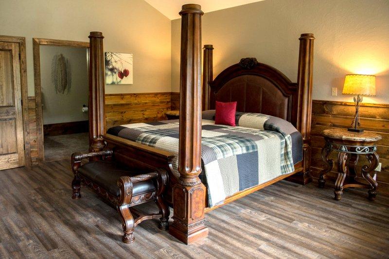 Missouri Romantic Treehouse Cabin Hideaway