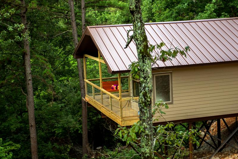 Missouri River Rose Treehouse Cabin