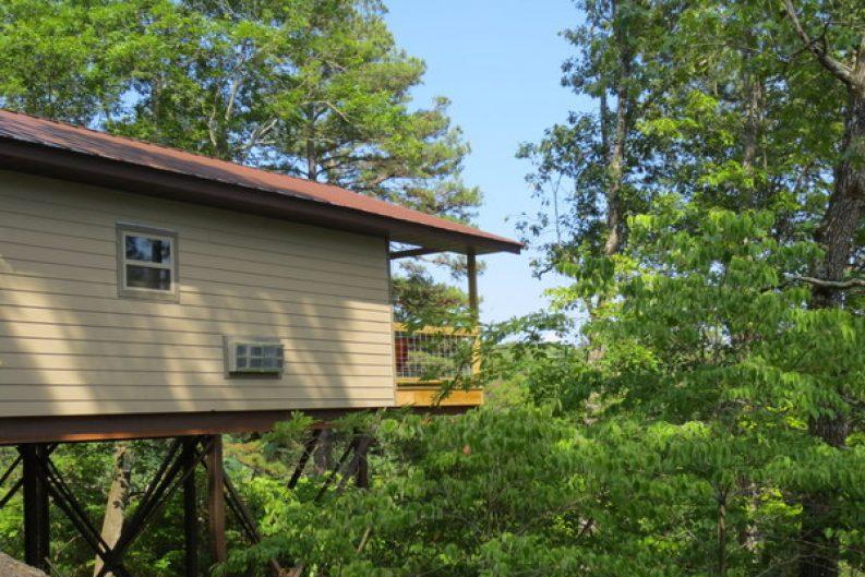 Missouri Romantic Kingfisher Treehouse Cabin