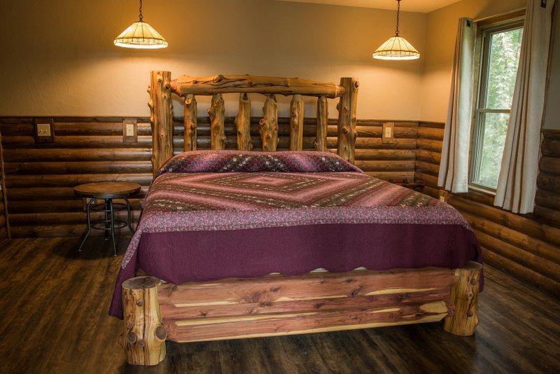 Missouri Treehouse Redbud Cabin