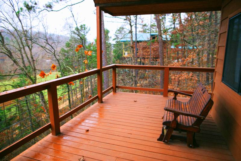 Missouri family vacation treehouse Treetop Loft