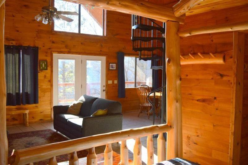 Missouri family vacation treehouse Treetop Loft