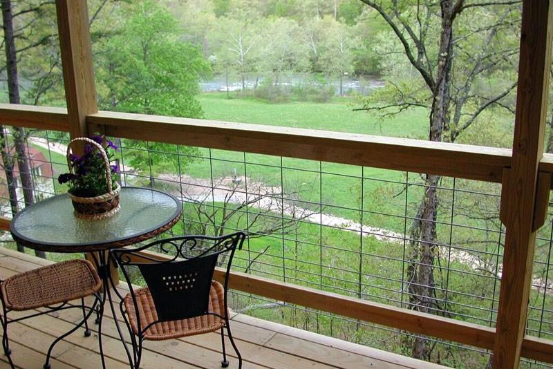 Mountain Log Lookout Missouri Treehouse Cabin