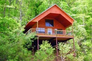 Missouri Romantic treehouse cabin