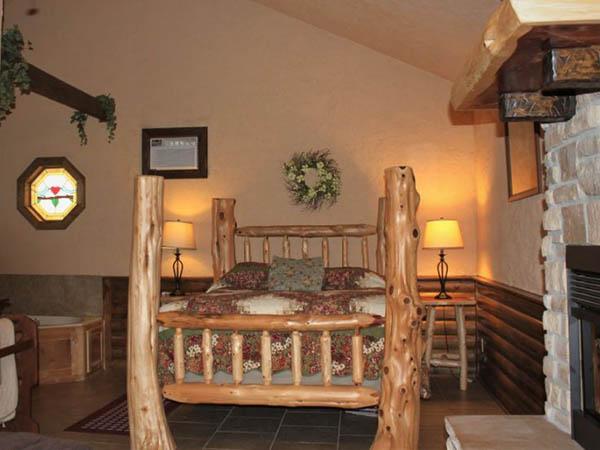 Missouri Romantic treehouse cabin