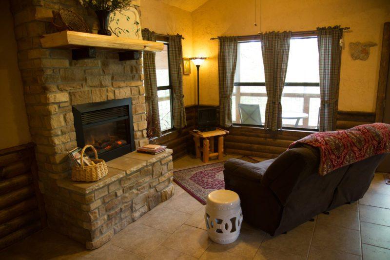 Missouri Treehouse Dogwood Cabin